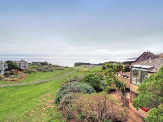 Overlooks golf course & has fantastic bay views!, Bodega Bay