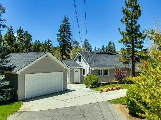 Lakefront with a private hot tub and pet-friendly attitude!, Big Bear Region