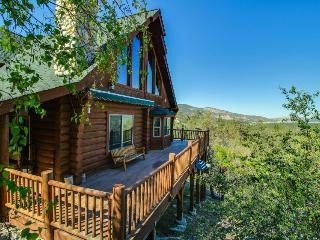 Private hot tub, mountain views, pool table in the loft!, Big Bear Region