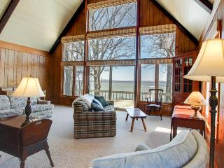 Spacious, classic lakeside getaway w/lake views, boat moorage!