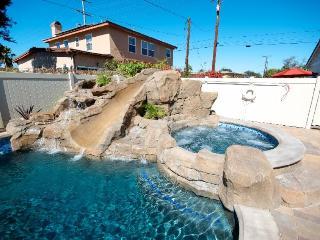 A shared pool, hot tub & splash pad, close to Disneyland!, Anaheim
