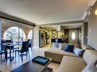 Stylish, modern duplex just one block from the beach & close to everything!, Newport Beach