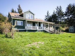 Spacious, modern house w/stunning bay views, close to Lopez Village and marina!, Lopez Island