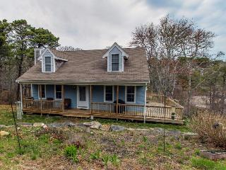 Peaceful, wooded Cape Cod retreat by Oyster Lake, Chatham