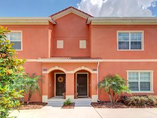 6 miles to Disney; spacious, w/ luxury amenities & pool, Four Corners