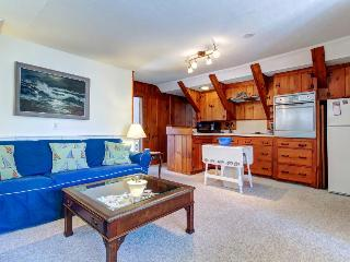 Great Boothbay Harbor location amidst shops and dining!