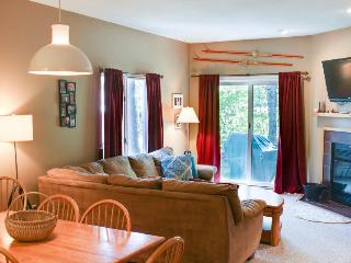 Quaint condo with access to a resort pool and hot tub, close to skiing!, Killington