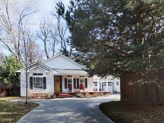 Modern home in Boise's charming North End - under 10 min. to Hyde Park & town