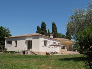 luxury villa with swimming pool on 2500 m2 land, Cabris