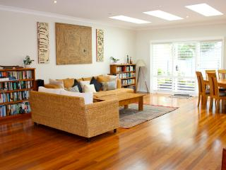 Large bright family home with Solar heated pool, Avoca Beach