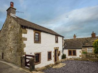HOPE COTTAGE, woodburner, WiFi, pet-friendly, patio, in Youlgreave, Ref 920883