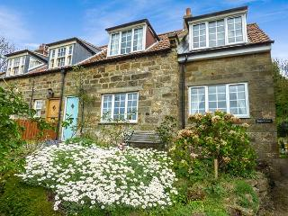 TEAPOT COTTAGE close to beach, pet-friendly in Sandsend Ref 919318