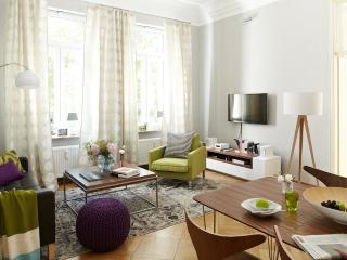 Vacation Apartment in Stade - 538 sqft, fashionable, modern, bright (# 8510)