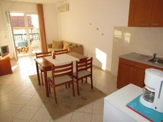 Apartments Tonka(2351-5900), Bratus