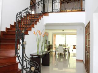 MODERN THREE BEDROOM HOUSE IN POBLADO, Medellin