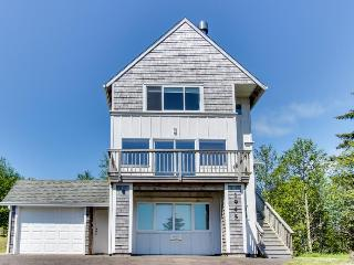 Homey, spacious dog-friendly house w/beach & ocean views!, Netarts