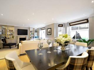 Elephant and Castle 3 Bed Apartment, London