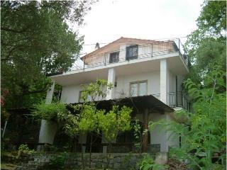 Appartamento in villa indipendente con giardino