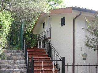 Appartamento in villa indipendente mansarda, Scario
