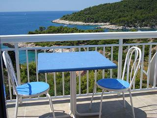 Apartment on the top with panoramic sea view 2+2, Milna