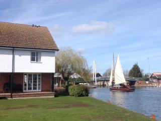 Sandringham Cottage, The Peninsula, Wroxham