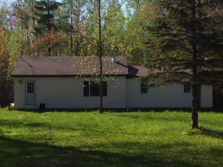 2 bedroom home, sleeps 7-11 people, located 5 minutes from Mackinaw City