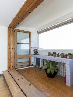 Balcon, fenêtres ouvertes