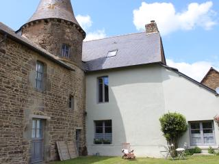 Wing of a historic 14th century manor sleeps 4