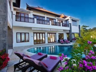 Ocean Villa with panoramic views and pool fence, Jimbaran