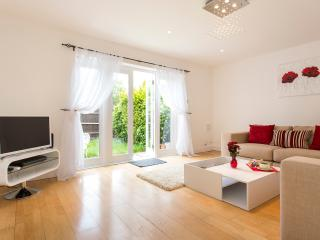 Lovely and Spacious 2BR Garden Apt in West London