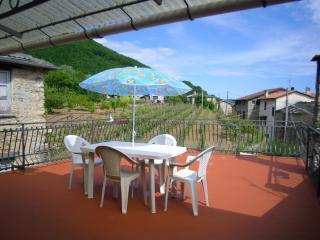 'La casa delle fragole' in borgo ligure di ponente