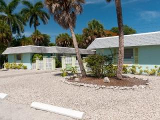 Palm Court Villas- 210 B Magnolia Ave, Anna Maria
