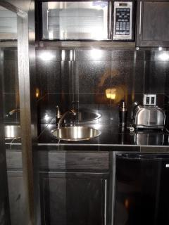 Kitchen Bar with Microwave
