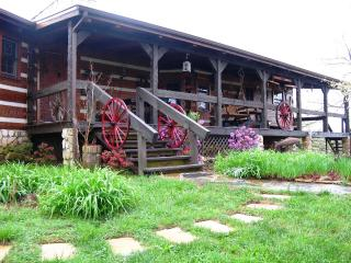 Lodge+Cabin,100-acre estate, 5BR/5BA, river, creek; last minute 30% off, Blue Ridge