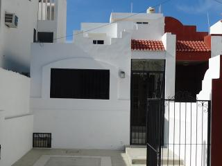 2 bedroom, 2 ba , 1 block from the Ocean, Centro, Mazatlán