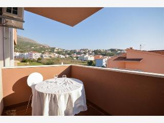 Charming Apartment with Balcony, Internet and Parking
