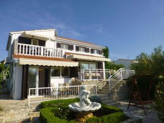 Seaside Oasis 3BR BEACHFRONT Seaview Ciovo Apt near Trogir