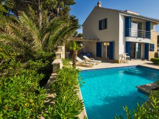 Front line house on the beach for 5, Supetar