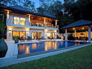 Villa Pagarang - 6 Bed - Beautiful Poolside Dining Area, Kata Beach