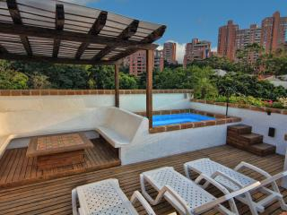 CIELO -Luxury, Waterfall, Jacuzzi, Penthouse Suite, Medellín