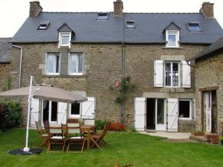 Charmante propriété de 4 chambres avec jardin (D006), Lanvallay
