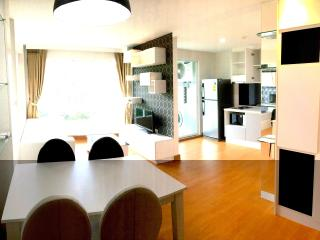 Elegant 2 bedroom in Condo with pool, gym.wifi 252