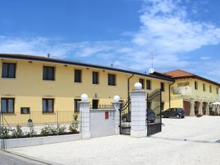 Edificio turistico costituito da 7 appartamenti, Pocenia