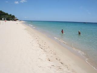 la chiara sabbia e il mare cristallino......da bere.