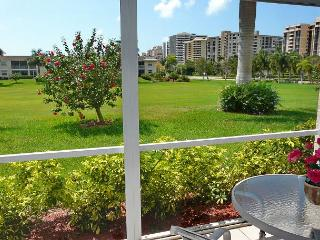Private condo w/ heated pool, hot tub & short walk to Resident's Beach, Isla Marco