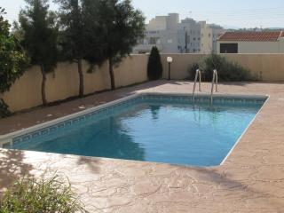 1 bedroom flat with seaviews & communal pool