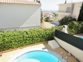 Villa with Pool in Great Area, Albufeira