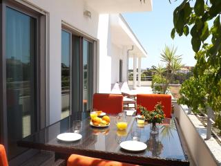 Amazing 3 Bed Apartment with swimming pool, Olhos de Agua