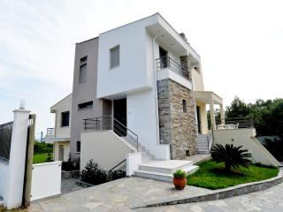 OUR HOUSE / LUXURY APARTMENTS, Palaio Tsifliki