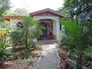 Casa Beauty and the Beach: 200m to beach with pool, Puerto Viejo de Talamanca